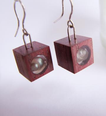 Earrings Purpleheart wood with Pearly Umboniums : $43