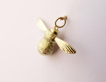 Yellow Gold Bumble Bee Pendant : $640
