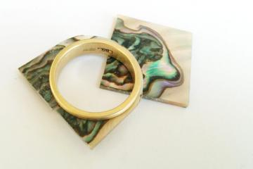 Wedding Ring 18ct Gold with Green Abalone