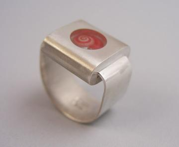 Ring Silver with Pink Umbonium Retro Style : $320